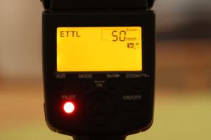 Um die eTTL Belichtungsmessung nützen zu können, benötigt man ein entsprechendes Blitzgerät.