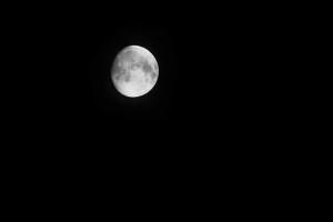 Mond mit 600 mm Brennweite am Vollformat unbeschnitten