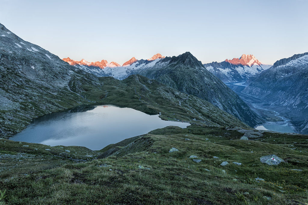 Gerade rechtzeitig waren wir am Trübtensee. Rechts der Unteraargletscher und links der Oberaargletscher im Hintergrund.