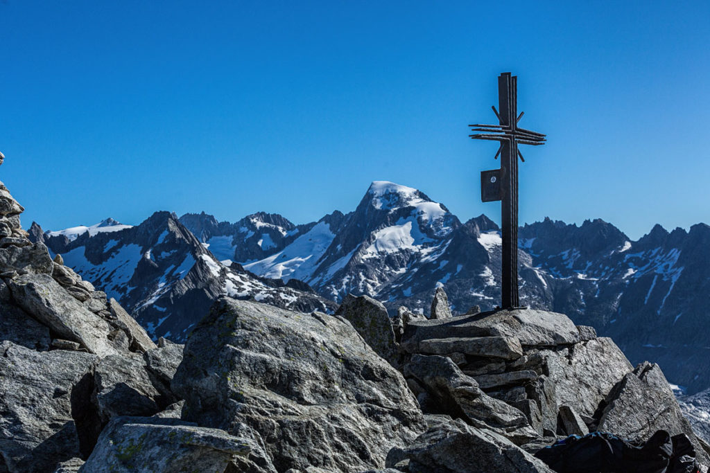 Sidelhorn - am Gipfel. Im Hintergrund der 3586 Meter hohe Galenstock.
