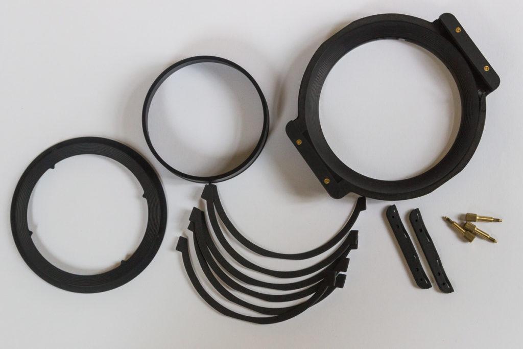 Das ist dabei: Filterhalter, Überwurfring, Konterring, sechs Moosgummistreifen, Erweiterung auf drei Filtereinschübe